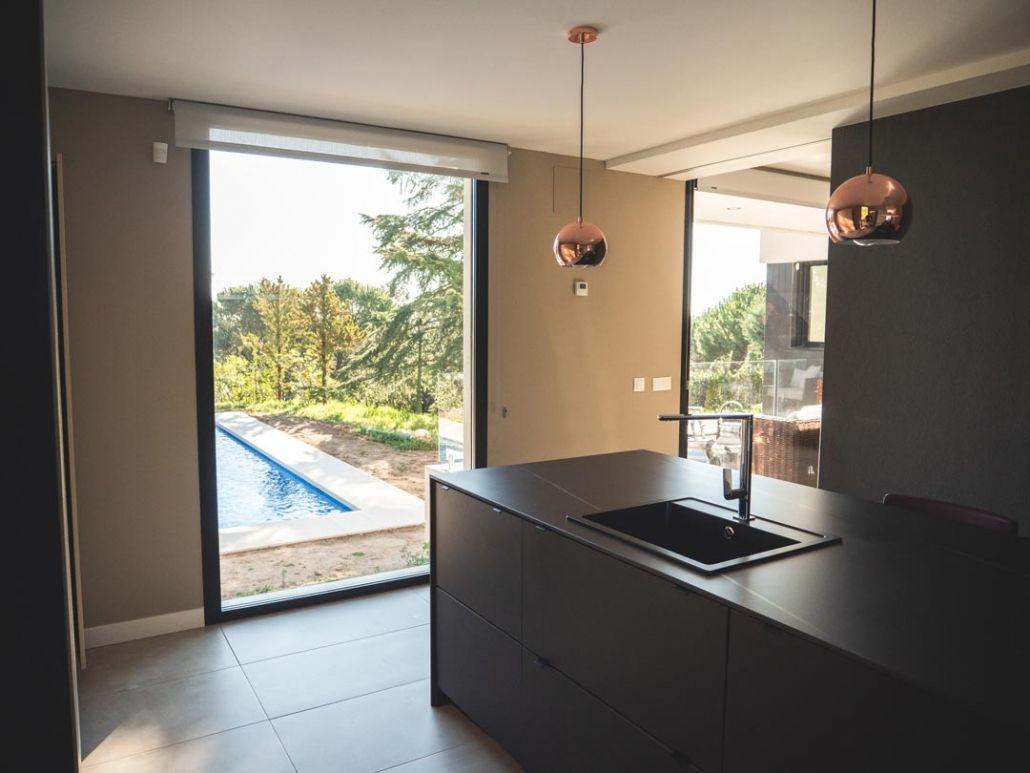 cocina con vistas en casa prefabricada