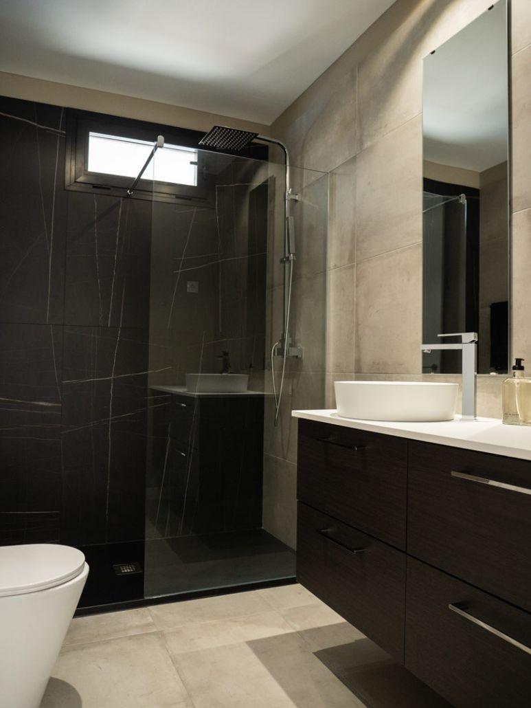 baño en casa de hormigon