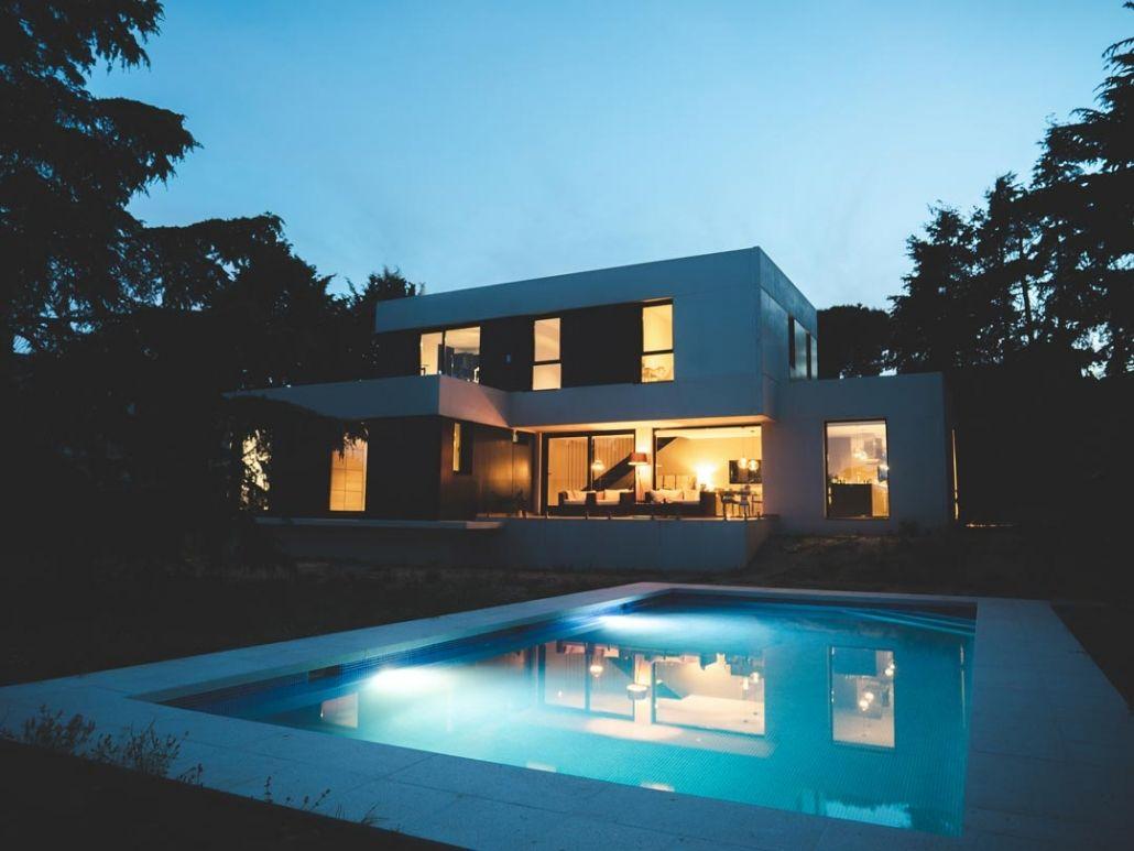 Piscina y vivienda prefabricada. Darro
