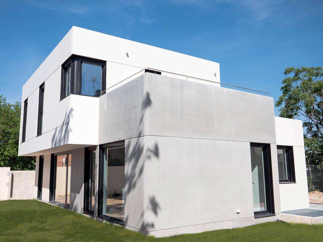 casa prefabricada de hormigon en madrid centro con The Concrete Home