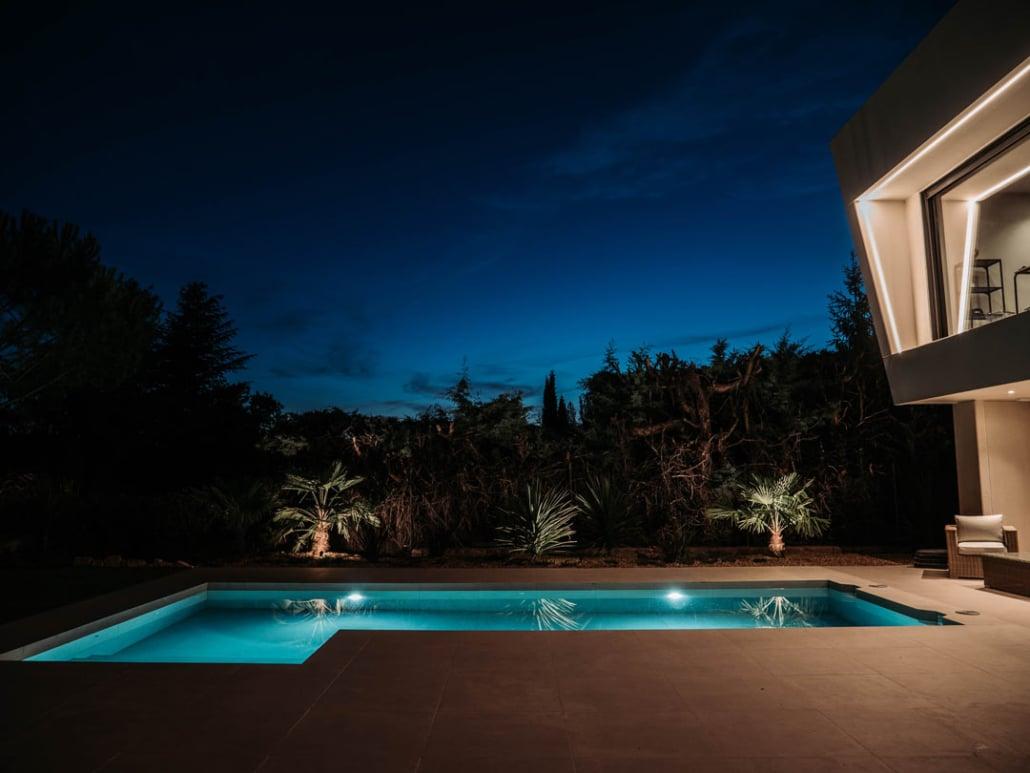 piscina y porche